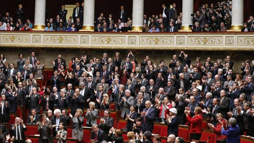 Hollande promulga la ley sobre el matrimonio homosexual, último trámite