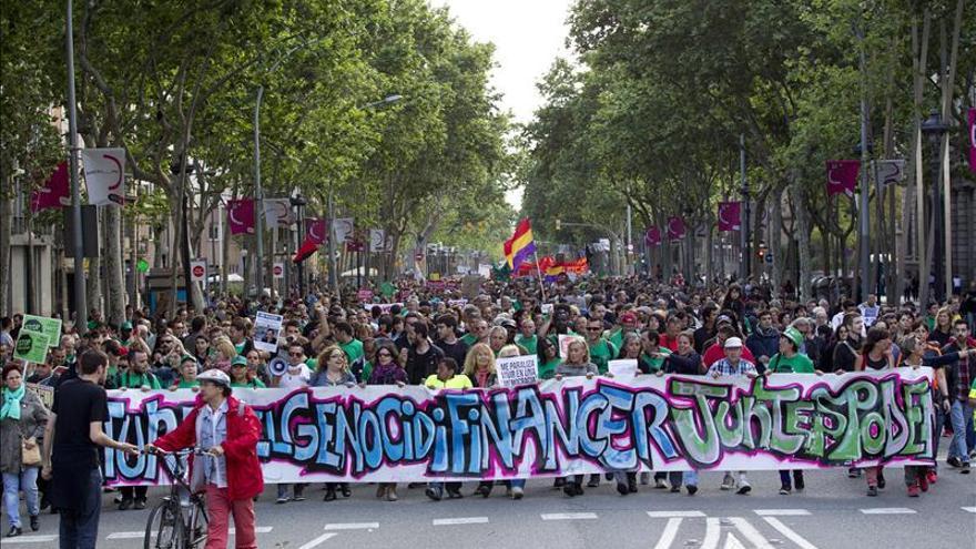 Ocupan un edificio de Barcelona en el segundo aniversario del 15-M