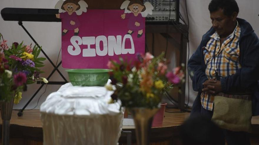 Guatemala no duerme y empieza a velar a las niñas muertas en el incendio de un internado