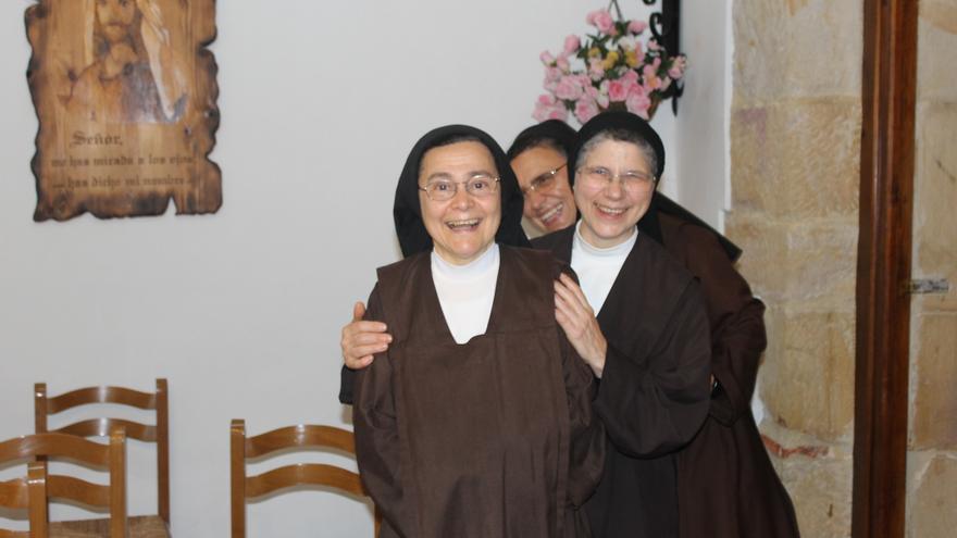 Sor Elisabeth (primera), sor Pilar y sor Juana María (al fondo). Foto: B.S.A.
