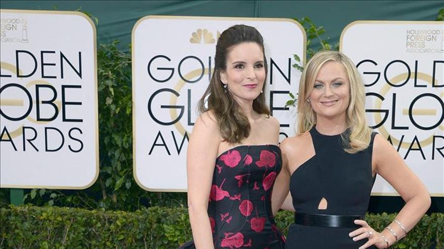 Las presentadoras Tina Fey y Amy Poehler, breves pero atinadas con su humor
