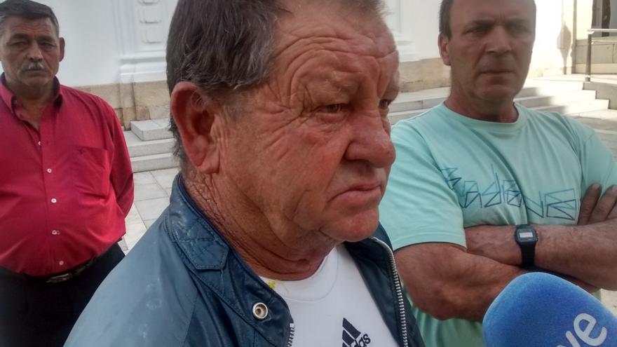 Rebuscadores de Tierra de Barros, en una protesta ante la Asamblea de Extremadura