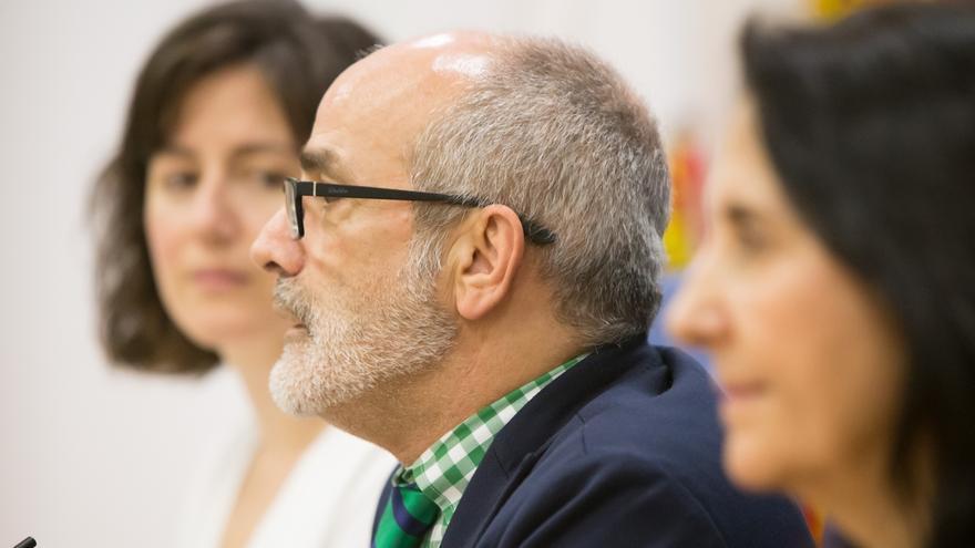 """El consejero de Sanidad subraya los """"buenos"""" datos de la evolución de la epidemia en Cantabria"""