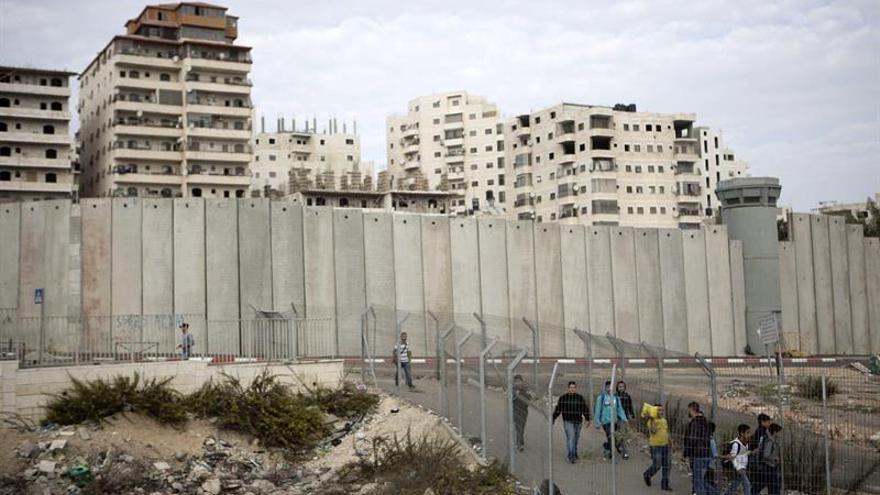 Un palestino muerto por fuego israelí en choques por demolición de vivienda
