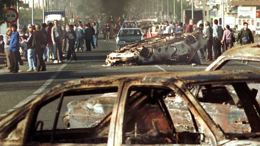 Vecinos de El Ejido causaron destrozos e incendiaron varios vehículos en el año 2000, en la violenta protesta que protagonizaron por el asesinato de una joven