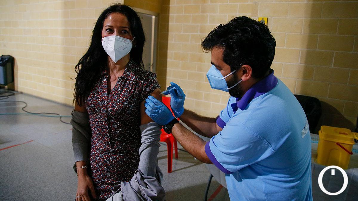 Vacunación de profesores en el pabellón Vista Alegre.