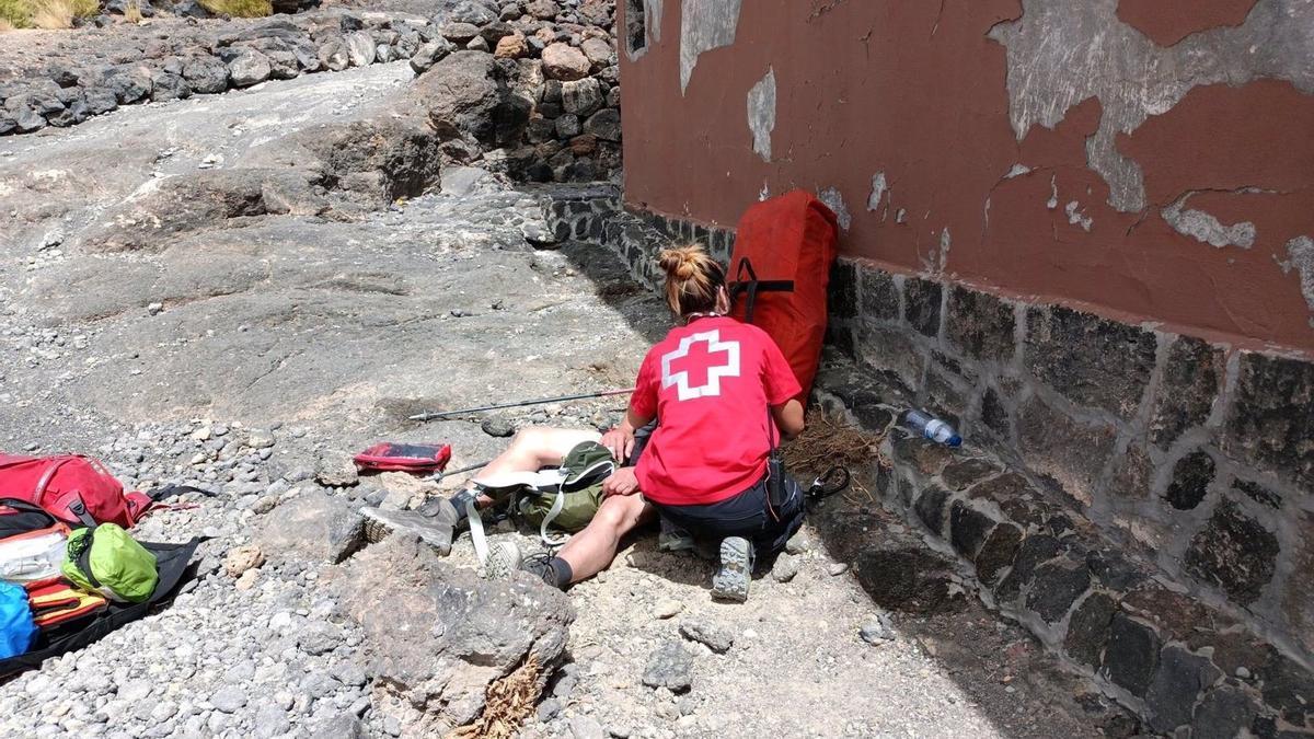 Senderista rescatado en el Teide. (CRUZ ROJA)