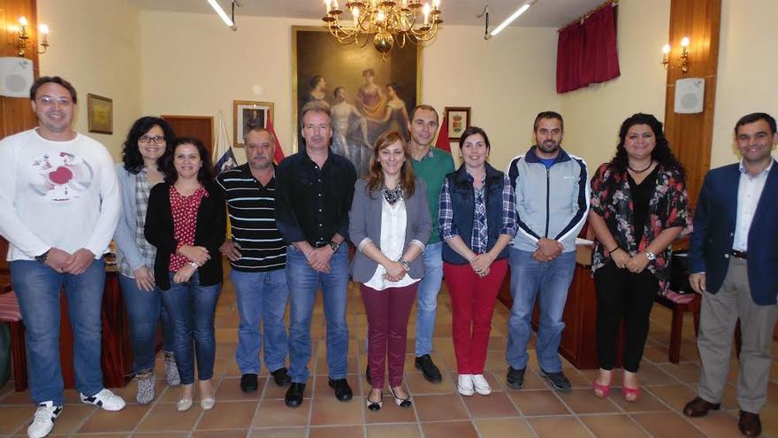 En la imagen, los miembros de la Corporación de Mazo, el pasado jueves, tras el último pleno del presente mandato.