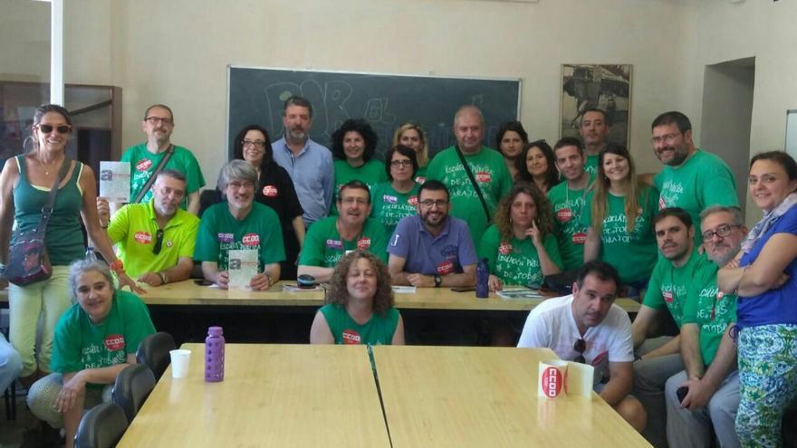 Algunos de los miembros de CCOO encerrados en la Escuela de Entrevías. / CCOO
