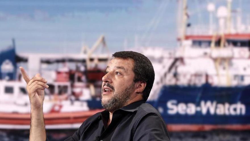 El Sea Watch obligado a detenerse al intentar llegar al puerto de Lampedusa