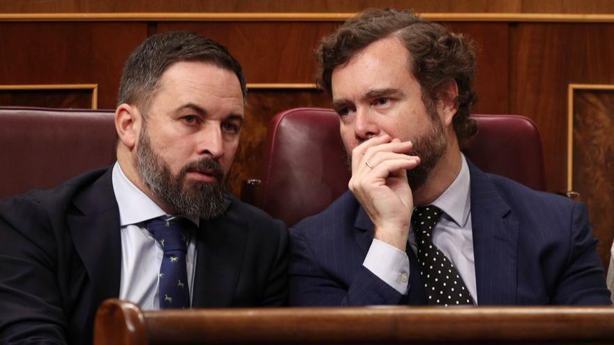Abascal y quince diputados de Vox desafían las medidas de confinamiento y acuden al Congreso
