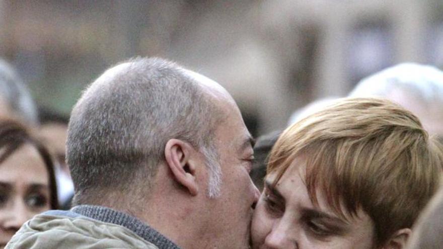 Gritos a favor de los presos y de la amnistía en la manifestación de Bilbao