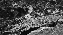 Imagen del bombardeo de Xàtiva tomada por la misma aviación fascista