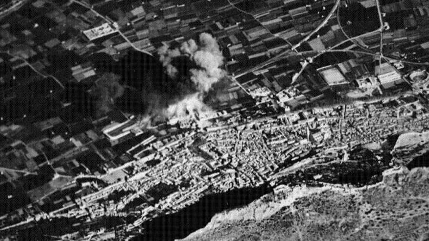 Imagen del bombardeo de Xàtiva el 12 de febrero de 1939