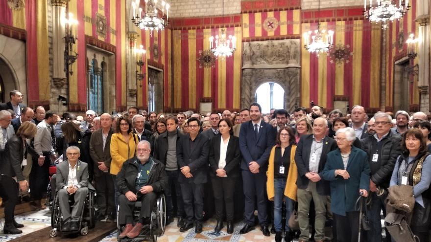 """Más de 400 alcaldes catalanes piden un juicio """"imparcial"""" y la libertad de los presos"""