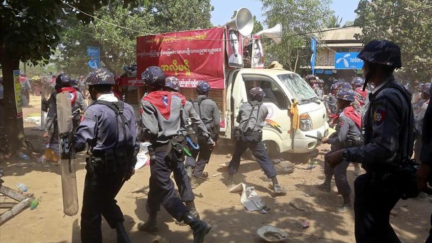 HRW insta al Gobierno birmano a investigar el uso de la fuerza contra las protestas