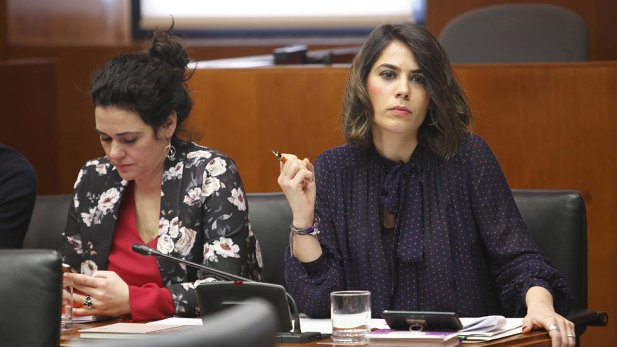 La iniciativa ha sido impulsada por la diputada de Podemos, Itxaso Cabrera (a la derecha en la imagen)