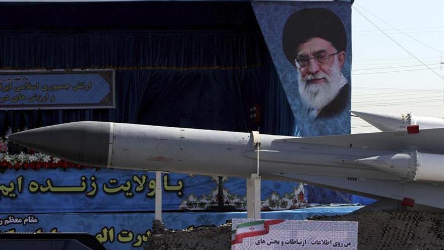 Irán exhibe un poderío militar defensivo pero listo para repeler ataques