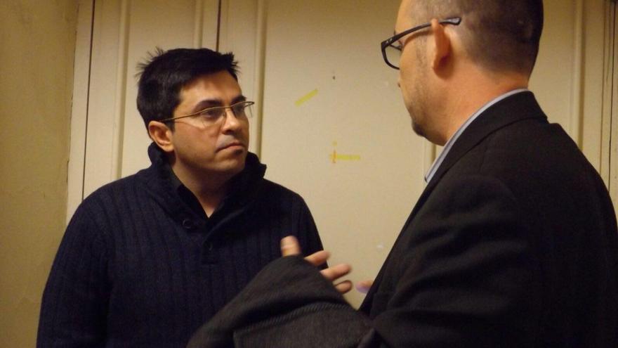El primer teniente de alcaldía del Ayuntamiento de Barcelona, Gerardo Pisarello y el periodista Luis Martín