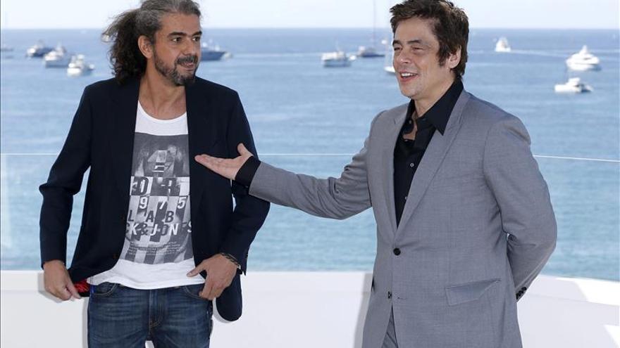 """Fernando León de Aranoa hace reír y pensar a Cannes con """"Un día perfecto"""""""
