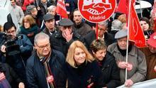 """""""El 0,25 es una mierda"""": miles de pensionistas se concentran contra la reforma de las pensiones del Gobierno"""
