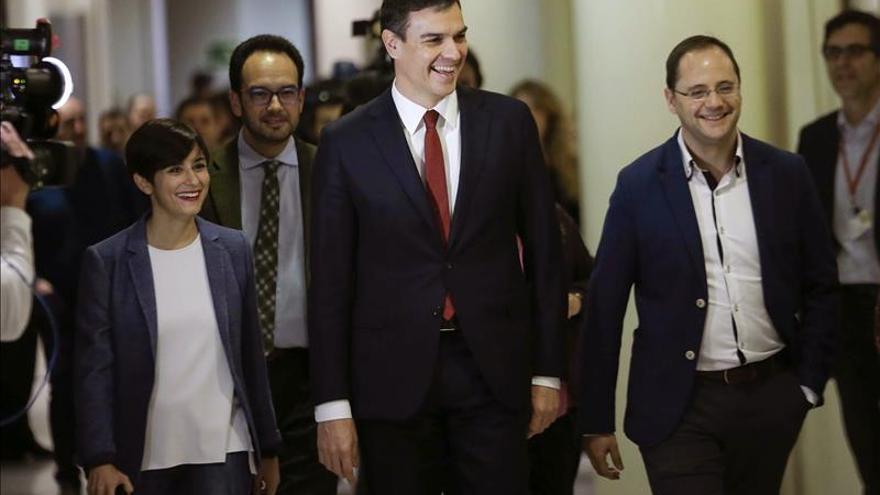"""El PSOE ve """"lo normal"""" que Sánchez elija el lugar de la reunión con Rajoy"""