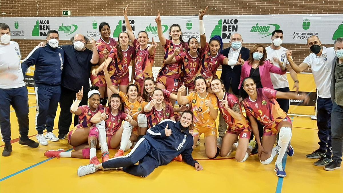 La cordobesa Raquel Montoro celebrando el título de liga con el CV CCO 7 Palmas