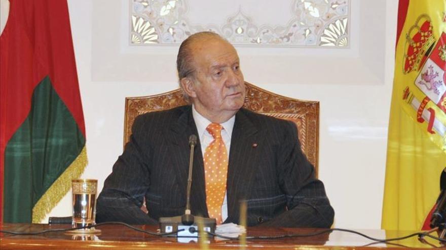El rey Juan Carlos llega a Argentina para asistir a la investidura de Macri