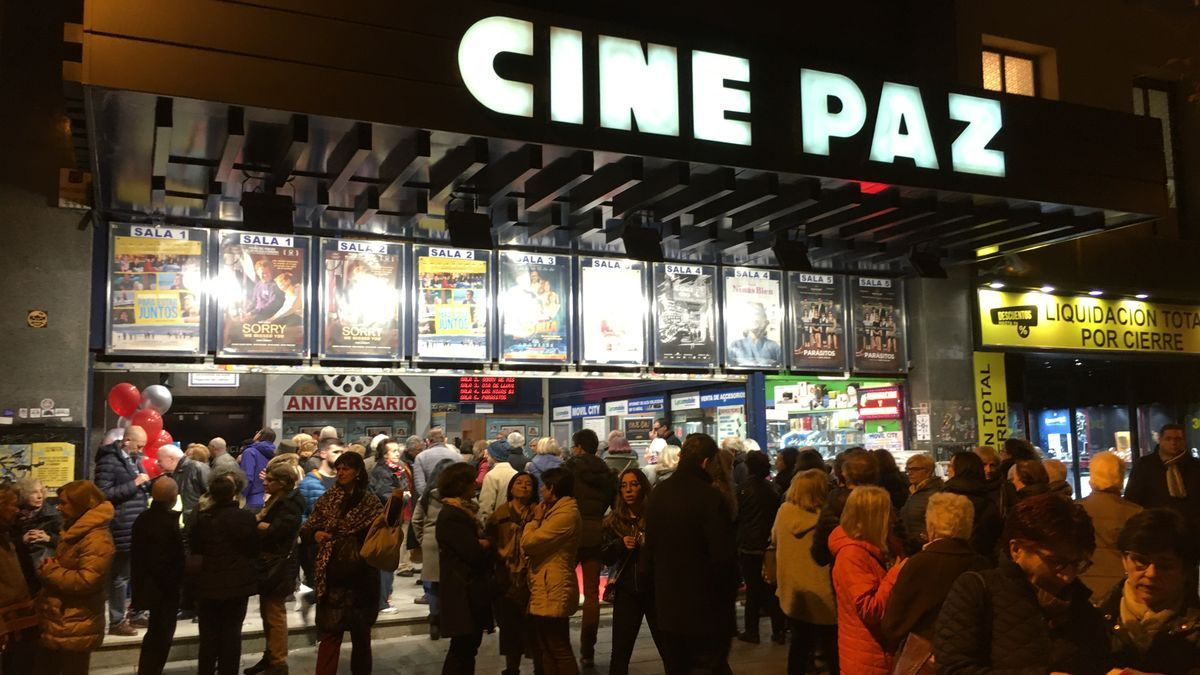 Entrada a los cines Paz, antes de su cierre por la pandemia