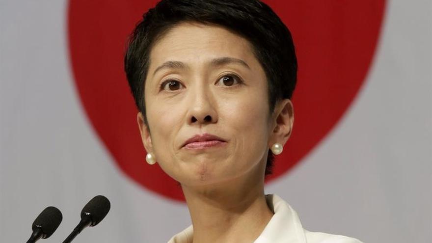 Dimite la líder del mayor partido opositor en Japón, en plena crisis de Abe