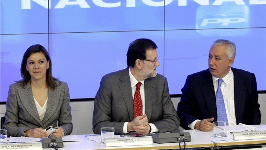 Mariano Rajoy, junto a Mª Dolores de Cospedal y Javier Arenas, en una Junta Directiva del PP.
