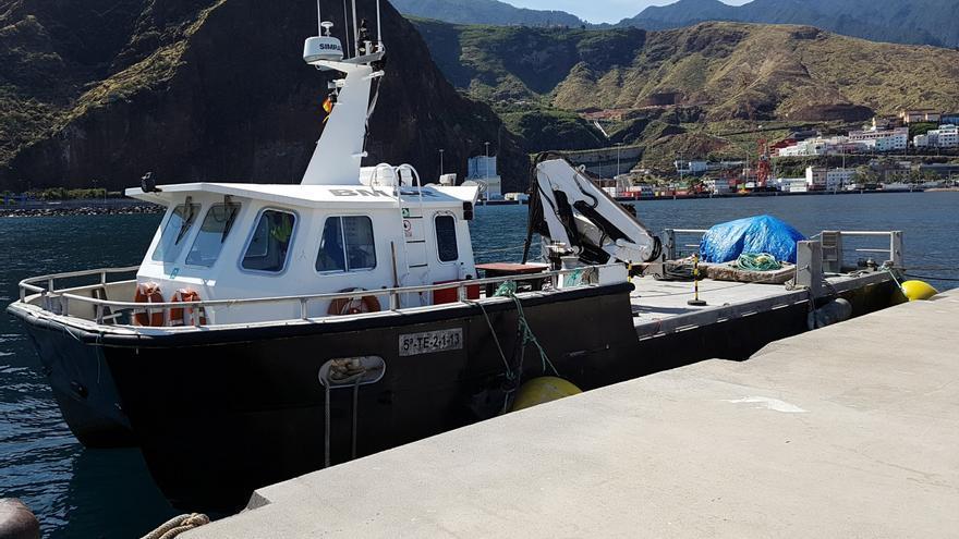 El barco-catamarán de obra Bmar, este miércoles, en el puerto de Santa Cruz de La Palma. Foto: LUZ RODRÍGUEZ.