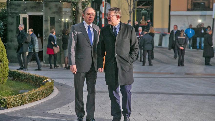 Ximo Puig con el presidente del Senado, Pío García Escudero, a su llegada a la Conferencia de Presidentes
