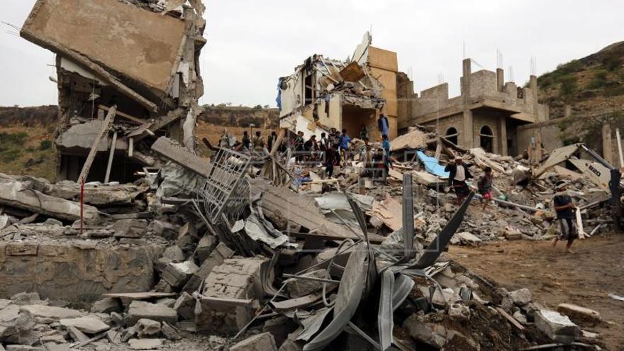 Al menos 21 combatientes rebeldes muertos por bombardeo de coalición en Yemen