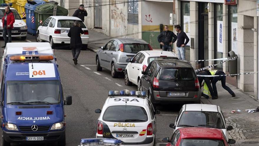 Una policía y un atracador mueren en un tiroteo en el atraco a un banco de Vigo