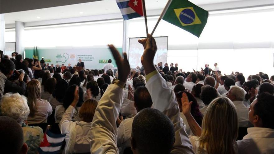 Brasil recibe 3.000 médicos cubanos para atender áreas remotas