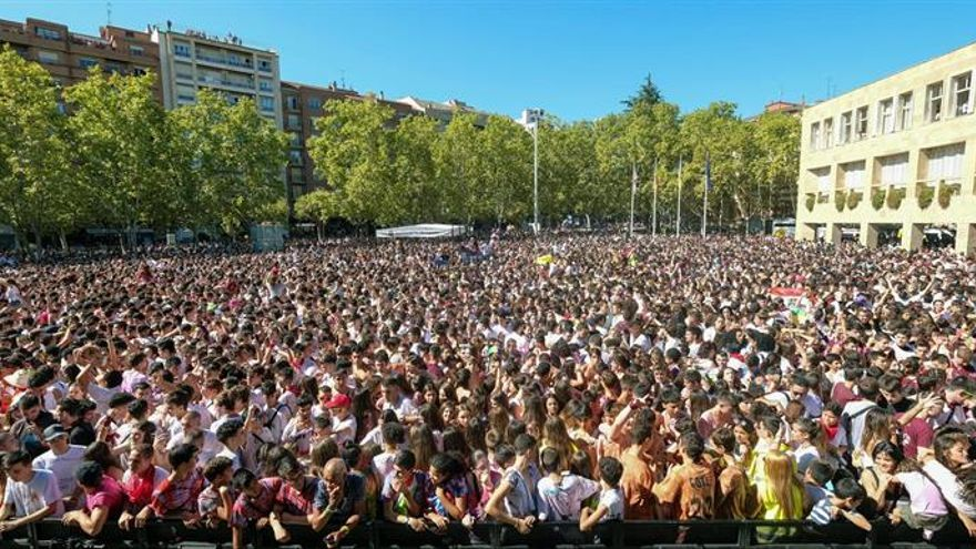 Miles de personas abren San Mateo cantando la Jota de Logroño en el cohete