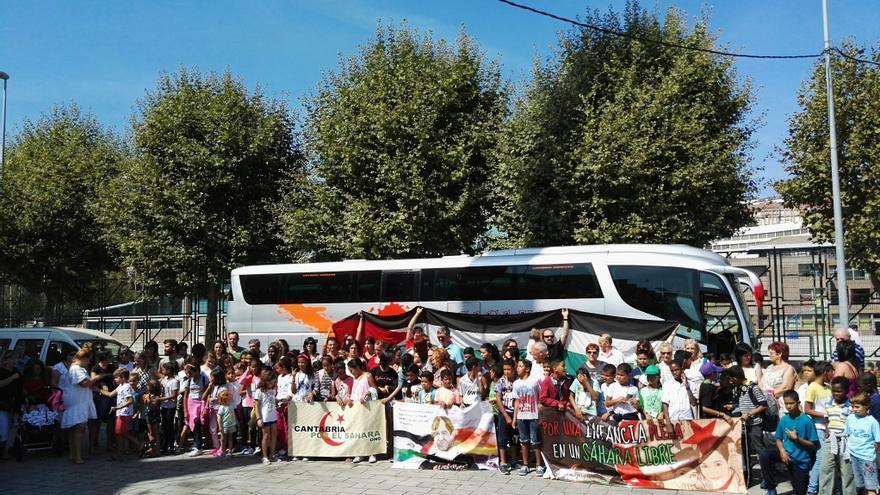 Los jóvenes se han trasladado en autobús hasta Avilés para tomar un avión de regreso a Tindouf.
