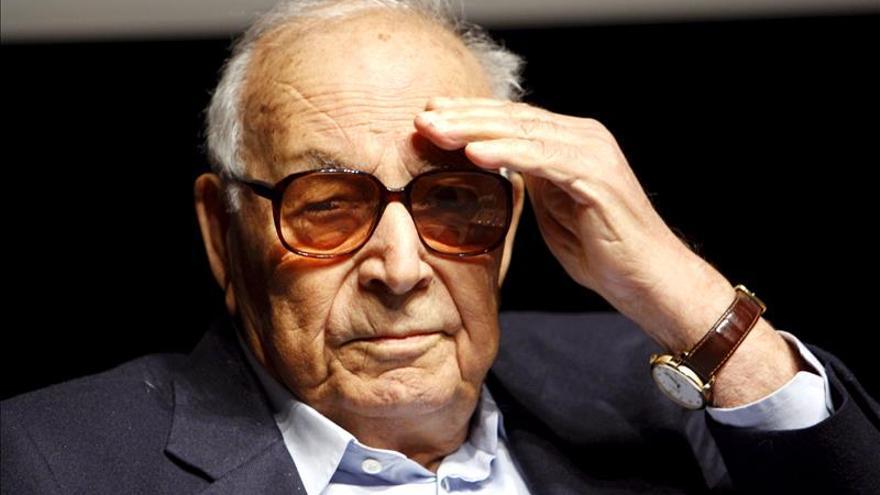 Muere el escritor turco Yasar Kemal, de 92 años