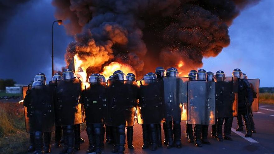 El Gobierno francés recurre a las reservas estratégicas de carburantes por la huelga