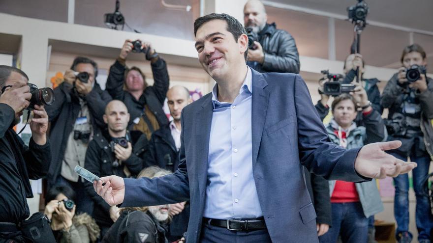 Alexis Tsipras en su colegio electoral esta mañana. \ Michael Kappeler /dpa