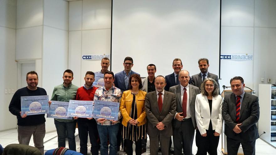 Los ganadores y los organizadores del I Concurso de Ideas y Aplicaciones Tecnológicas de Teruel