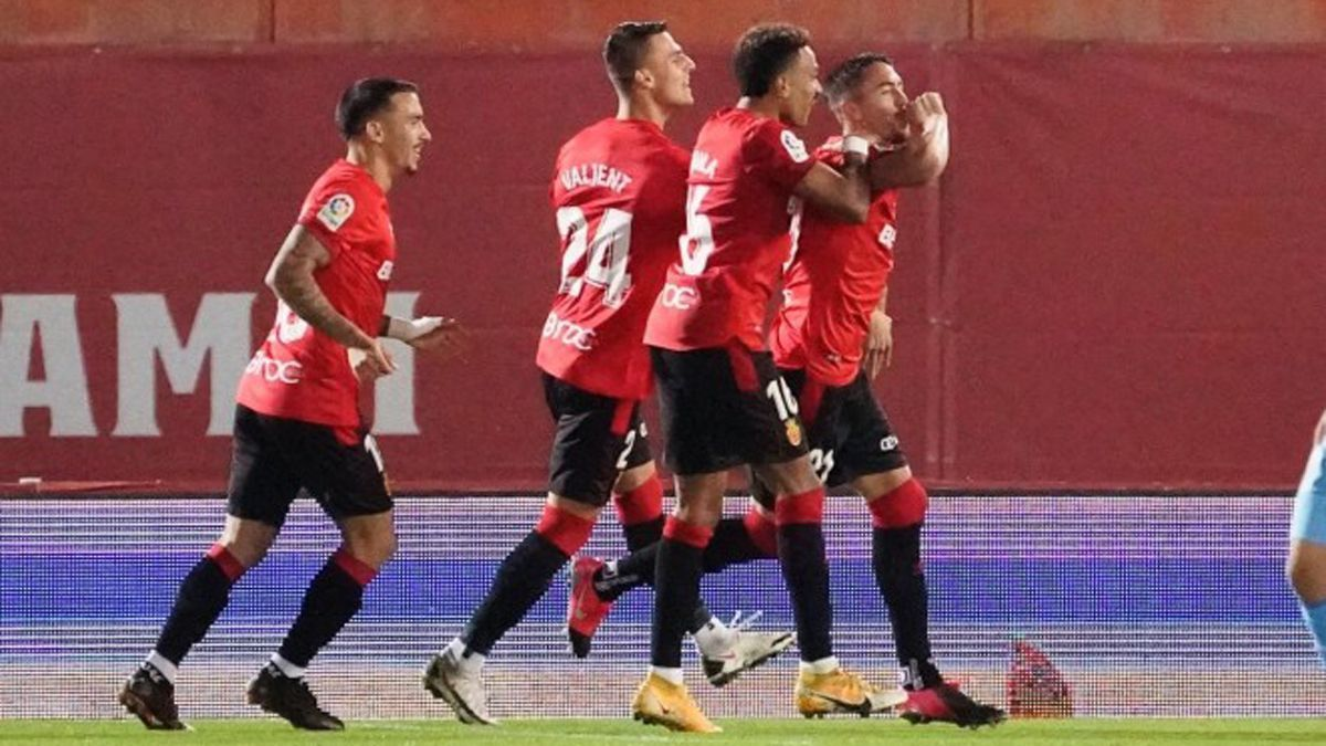 Raíllo celebra un gol con el Mallorca