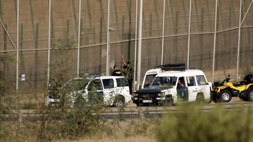 Unos 300 subsaharianos intentan entrar en Melilla y al menos 20 lo consiguen