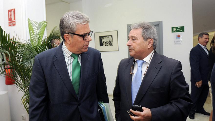 El ex alcalde de Montcada, Juan José Medina (izquierda), junto al ex presidente de la Diputación de Valencia, Alfonso Rus