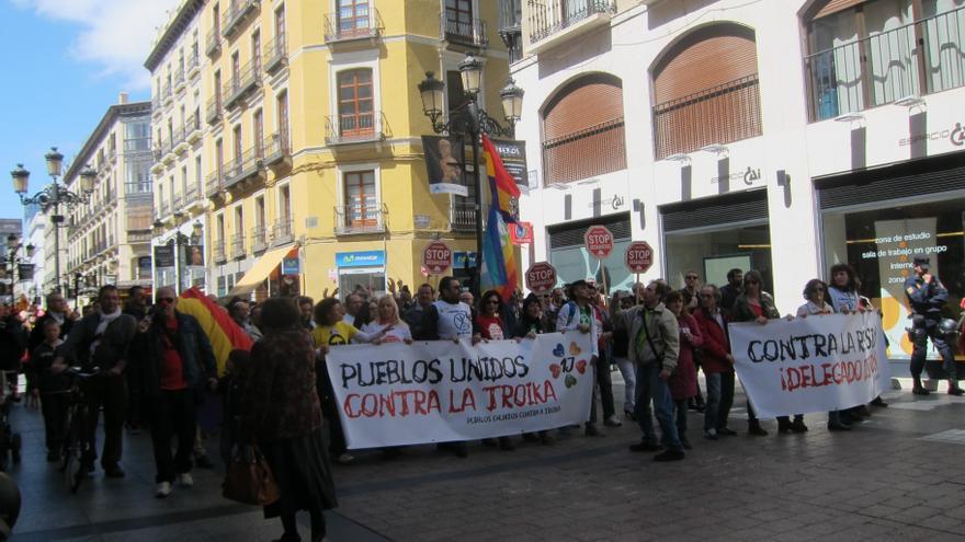 Más de 47 colectivos se manifiestan contra la Troika en Zaragoza