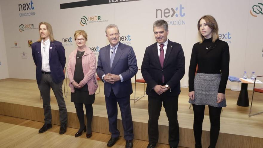 Los participantes del debate, junto a Manuel Campo Vidal.
