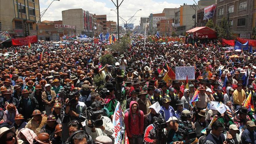 Ejército boliviano produce pan ante escasez causada por huelga de panaderos
