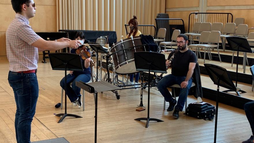 Adrián Rincón, primer director de orquesta ciego de España, debuta en ESMUC