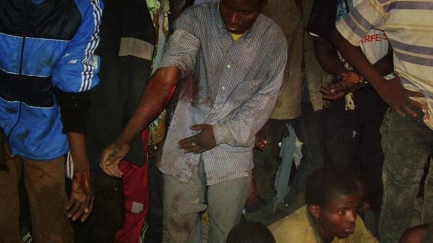 Varios inmigrantes heridos tras un salto de la valla de Melilla en 2005/ Fotografía: José Palazón